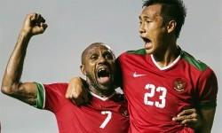 Penyerang timnas Indonesia, Boaz Solossa (kiri) masuk dalam kandidat best eleven AFF.