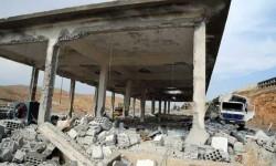 Foto yang dirilis kantor berita Suriah SANA menunjukkan bangunan yang hancur akibat serangan udara Israel, di Damaskus, Suriah, Ahad (5/5).