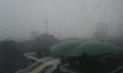 Gedung MPR yang diguyur hujan di Kawasan Jakarta Selatan (Ilustrasi)