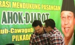 Gubernur DKI Jakarta Basuki Tjahaja Purnama atau Ahok (kiri) bersama Wakil Djarot Saiful Hidayat mendatangi Gedung DPP PPP Djan Faridz di Jakarta, Senin (17/10).