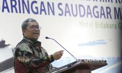 Gubernur Jawa Barat Ahmad Heryawan memberikan sambutan pada pembukaan Rakernas Majelis Ekonomi Kewirausahaan dan Silaturahim Kerja Nasional Jaringan Saudagar Muhammadiyah, di Kota Bandung, Rabu (13/9).