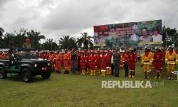 Gubernur Sumatera Selatan (Sumsel) Alex Noerdin yang mengenakan baju Mitra TNI memimlin langsung Apel Kesiapsiagaan Personil dan Peralatan Penanggulangan Karhutla Tahun 2017.