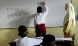Guru mengajar