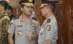 Irjen Pol Idham Azis (kiri)