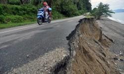 Jalur Trans Sulawesi yang menghubungkan Kota Palu dan Kabupaten Donggala serta Kabupaten Tolitoli. (Ilustrasi)