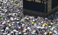 Jamaah haji melakukan tawaf wada mengelilingi Ka'bah di Masjid Al Haram (Ilustrasi)