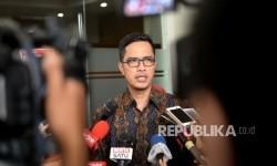 Juru Bicara KPK, Febri Diansyah memberikan paparan kepada wartawan di Gedung KPK, Jakarta, Selasa (16/5).