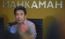 Juru Bicara Mahkamah Agung Suhadi memberikan keterangan terkait pencekalan Sekretaris MA Nurhadi ke luar negeri yang diajukan KPK di Gedung MA, Jakarta, Jumat (22/4).