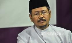 Jurubicara HTI Muhammad Ismail Yusanto menghadiri saat menggelar konferensi pers di kantor DPP Hizbut Tahrir Indonesia (HTI), Jakarta, Rabu (12/7) malam.