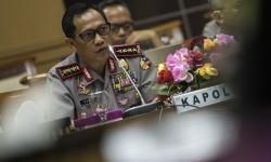 Kapolri Jenderal Pol Tito Karnavian mengikuti rapat dengar pendapat dengan Panitia Khusus (Pansus) RUU Terorisme DPR di Kompleks Parlemen, Senayan, Jakarta, Rabu, (31/8).