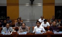 Kepala BNPT Komjen Suhardi Alius (kedua kanan), Asisten Perencanaan dan Anggaran Kapolri Irjen Bambang Sunarwibowo (kanan), Kepala PPATK Kiagus Ahmad Badaruddin (kedua kiri) dan Sekretaris MA Achmad Setyo Pudjoharsoyo (kiri) mengikuti rapat dengan Komisi III DPR di Kompleks Parlemen, Senayan, Jakarta, Selasa (19/9). Rapat tersebut membahas rencana kerja dan anggaran kementerian serta lembaga tahun 2018.