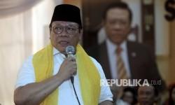 Ketua Dewan Pakar Partai Golkar Agung Laksono menyampaikan pidato pengantarnya saat Syukuran Ulang Tahunnya ke 68 di Jakarta, Ahad (26/3).