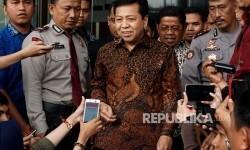 Ketua DPR Setya Novanto usai memenuhi panggilan KPK di gedung KPK, Jakarta, Jumat (14/7).