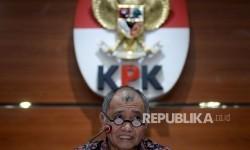 Ketua KPK Agus Rahardjo meberikan keterangan pers terkait operasi tangkap tangan (OTT) di PN Jaksel di gedung KPK, Jakarta, Selasa (22/8).