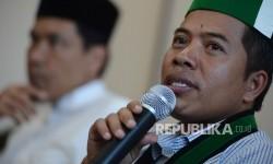 Ketua Umum Pengurus Besar Himpunan Mahasiswa Islam (PB HMI) Mulyadi P Tamsir (kanan).