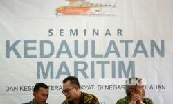 Komandan Lantamal IX (Danlantamal IX) Ambon Laksamana Pertama TNI Nur Singgih Prihartono, Pakar Maritim Arif Satria, dan Sekjen Kementerian Kelautan dan Perikanan Sjarif Widjaja (dari kiri) menjadi nara sumber saat seminar nasional saat Tanwir Muhammadiyah
