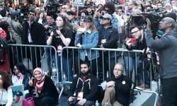 Komunitas Muslim Amerika menggelar aksi 'I Am A Muslim Too' di New York, Ahad (20/2).