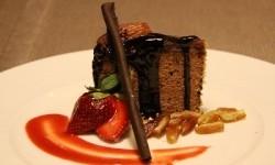 Kue yang kaya gula dan lemak perlu dihindari dulu ketika tubuh sedang kurang fit.