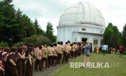 Kunjungan para pelajar saat Open House di Observatorium Bosscha, Lembang, Kabupaten Bandung Barat. (Republika/Edi Yusuf)