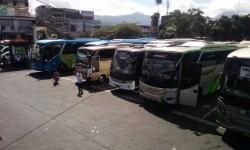 Lebaran hari kedua, Terminal Cicaheum sepi, Senin (26/6). Penumpang yang ada, hanya penumpang lokal yang akan bersilaturahim ke daerah sekitar Bandung.