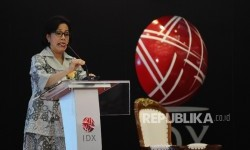 Menkeu Sri Mulyani memberikan sambutan saat membuka perdagangan saham hari pertama 2017 di BEI, Jakarta.