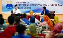 Menteri Desa, Pembangunan Daerah Tertinggal dan Transmigrasi (Mendes PDTT) Eko Putro Sandjojo berbicara di Kongres XIX PMII di Palu