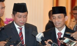 The Energy and Mineral Resources (ESDM) Minister Ignasius Jonan (right) and Deputy ESDM Minister Arcandra Tahar (left).