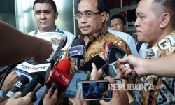 Transportation Minister Budi Karya Sumadi was questioned by KPK as a witness for suspect Adiputra Kurniawan in a graft case involving some procurement projects of the ministry's Directorate General of Sea Transportation for the 2016-2017 budget, Tuesday.