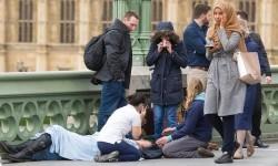Muslimah yang identitasnya tidak disebutkan ini menjadi bulan-bulanan netizen karena dituduh mengabaikan korban serangan di Jembatan Westminster, London, Inggris, Rabu (22/3).