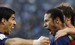 Neymar (kanan) dan Luis Suarez (kiri) melakukan selebrasi.
