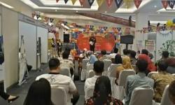 OJK dan BEI Perwakilan Sumatra Barat melakukan kampanye investasi saham di sebuah mal di Padang.