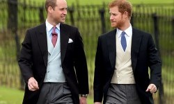 Pangeran William dan Pangeran Harry saat menghadiri perkawinan Pippa Middleton, (20/5), di London.