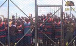 Para narapidana di balik pagar penjara Buimo di Papua Nugini.
