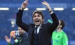 Pelatih Chelsea, Antonio Conte merayakan kemenangan Chelsea atas Watford di Stamford Bridge, Selasa (16/5) dini hari WIB. Chelsea menang 4-3.