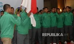 Pemain timnas U-22 mengikuti pelepasan oleh PSSI di Jakarta, Kamis (10/8).