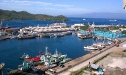 Pemandangan pelabuhan di Bitung