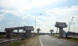Pembangunan jalan tol Kualanamu, Deli Serdang, Sumut, Ahad (9/11).