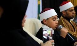 Pemecah rekor dunia hafizh cilik internasional Yazid Kamis El Laboudy (tengah) unjuk kebolehan menghafal Alquran saat menghadiri dakwah dan seminar cinta Alquran  (Ilustrasi)