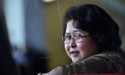Pengacara Elza Syarief berada di ruang tunggu sebelum menjalani pemeriksaan di Gedung KPK Jakarta, Senin (17/4).