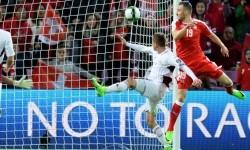 Penyerang Swiss Josip Drmic mencetak gol ke gawang Latvia dalam laga kualifikasi Piala Dunia 2018, di Jenewa,, Swiss, Ahad (26/3) dini hari WIB.