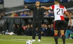 Pep Guardiola (baju hitam).