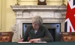 Perdana Menteri Inggris Theresa May telah menandatangani surat pengaktifan Pasal 50 Uni Eropa pada Selasa (28/3). Hal ini menandakan Inggris telah memulai proses hengkangnya dari Uni Eropa atau dikenal dengan istilah Brexit.