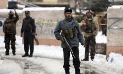Personel Keamanan berjaga di lokasi serangan bom bunuh diri di Mahkamah Agung di Kabul, Afghanistan, Selasa, 7 Februari 2017.
