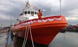 Petugas berada di atas kapal KN SAR Sadewa 231 milik Basarnas, pada peresmian kapal tersebut di kawasan Pelabuhan Tanjung Emas Semarang, Jateng, Jumat (20/3).