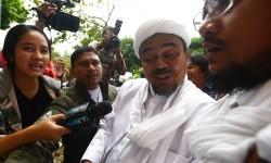 Pimpinan Front Pembela Islam (FPI) Rizieq Shihab usai sidang penodaan agama yang menjerat Basuki Tjahaja Purnama (Ahok) beberapa waktu lalu.