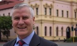 Politikus Australia Michael McCormack menjadi sorotan karena menerima tunjangan perumahan namun memilih tinggal di apartemen milik istrinya di Canberra.