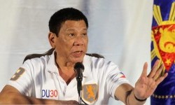 Presiden Filipina Rodrigo Duterte saat berbicara dalam konferensi pers di Davao, Filipina selatan, 21 Agustus 2016.