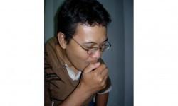 Pria sedang batuk (ilustrasi).