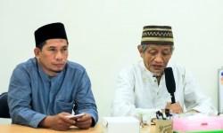 Prof. DR. H.M Roem Rowi, MA, Ketua Dewan Pengawas Syariah Laznas LMI, bersama Direktur Utama LMI, Agung Heru Setiawan