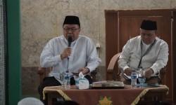 Wakil Ketua Dewan Pertimbangan MUI KH Didin Hafidhuddin (kiri).